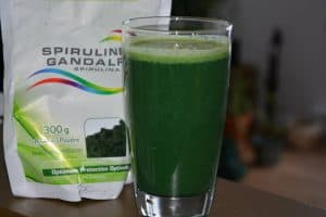 Green smoothie - 1 banana, 1 cup of pineapple, 1 scoop (5 grams) of spirulina, 3 kale leaves, fill up with water and blend.